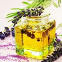 Aromatherapie: Nutzung ätherischer Öle zur Verbesserung des Wohlbefindens