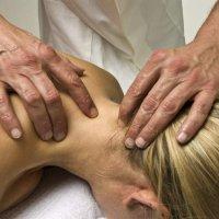 Nackenverspannung: Verhärtungen der Muskulatur im Bereich des Nackens