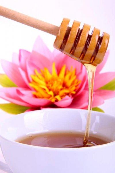 Rosenhonig: Bienenhonig, dem Rosen oder Rosenerzeugnissen zugesetzt wurden