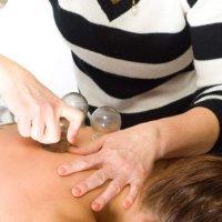 Saugglocke: Schmerzen und Verspannungen mit Unterdruck reduzieren
