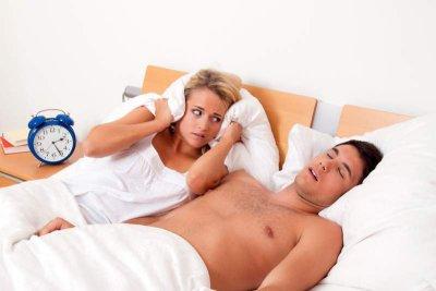 Schlafstörung durch schnarchenden Partner