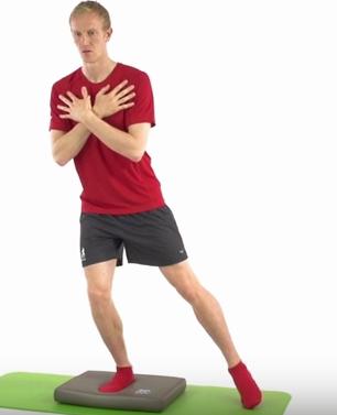 Sensomotorik-Training Airex Balance Pad Schritt1