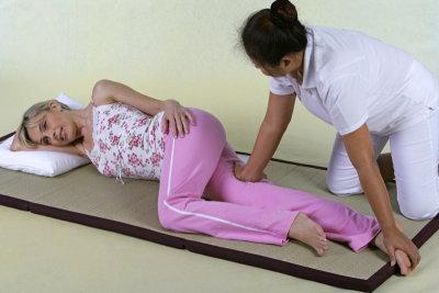 Thaimassage einer Frau